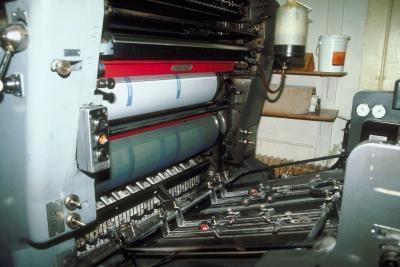 Come spiegare il processo di stampa su una quattro Color Press