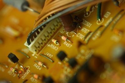 Perché un microprocessore contengono chip ROM?