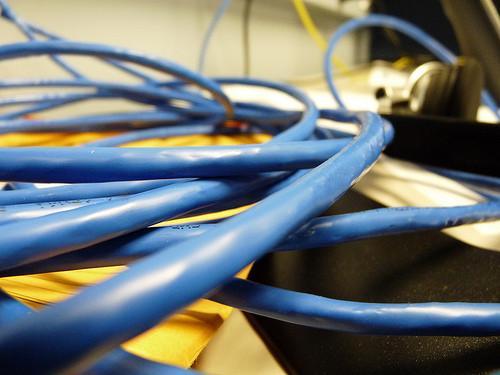 Qual è la differenza tra un Cross Over Cable & un cavo Ethernet?