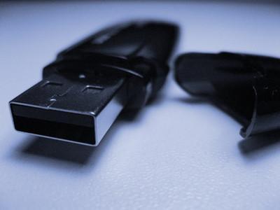 Come utilizzare un AVB USB Flash Drive