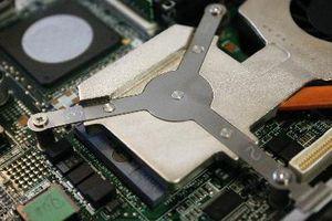 Come sostituire la RAM su un Compaq Armada E500