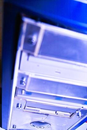 Come mettere un HP desktop di nuovo insieme