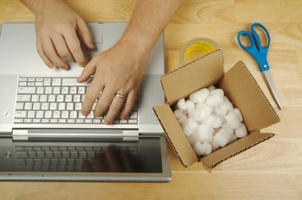 Come creare etichette di spedizione online per pacchetti con l'USPS