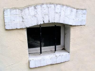 Trattamenti della finestra per le piccole finestre seminterrato