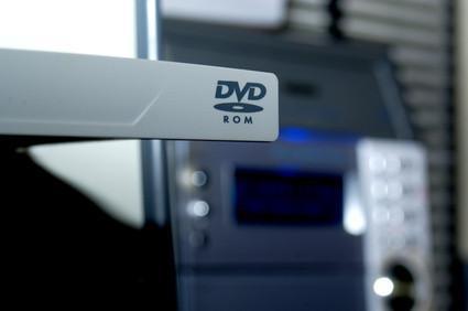 Come installare un DVD Drive In un Dell Dimension 2350