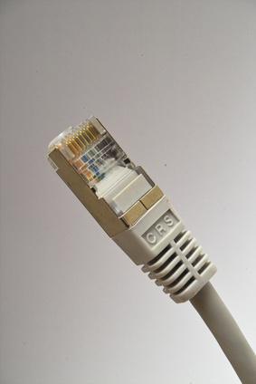 Come mettere connettori su un cavo Ethernet