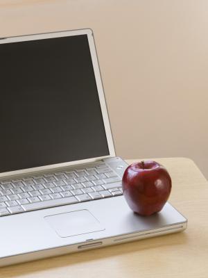 Come collegare un Apple 20 Display a due computer