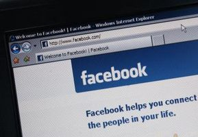 Come contrassegnare una persona in un aggiornamento di stato su Facebook