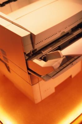 Come eliminare un inceppamento carta da un Hewlett Packard LaserJet 4 Plus