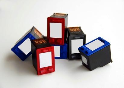 Come rimuovere una cartuccia d'inchiostro HP 27 da un HP 1200 Printer