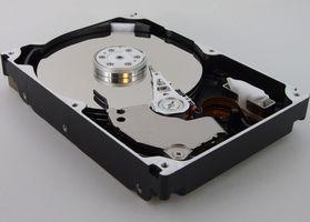 Come posso ottenere il mio computer di riconoscere un disco rigido nello slot CD?