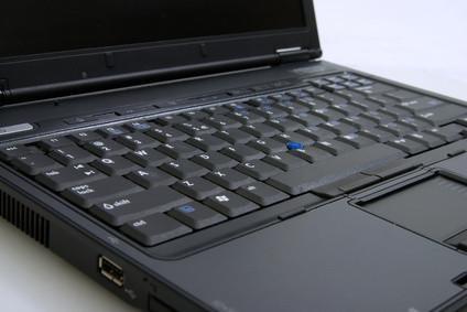 Come pulire una tastiera del computer portatile in modo sicuro