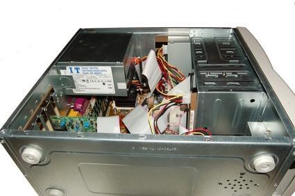 Come rimuovere il pannello frontale di una dimensione 8000 Desktop