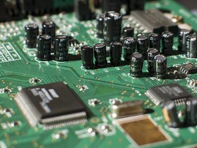 Indicazioni su come pulire una scheda di circuito