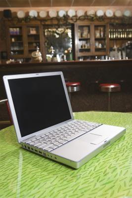 Qual è la differenza tra la Apple iBook e l'Apple MacBook?