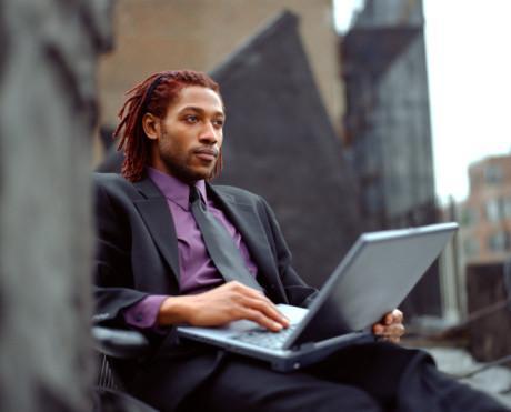 Quali sono i pericoli connessi all'uso di WiFi non garantito?