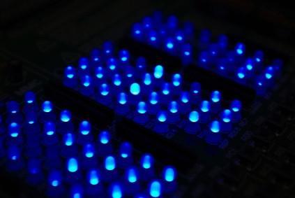 Come collegare i LED per l'uso su una fonte 12V