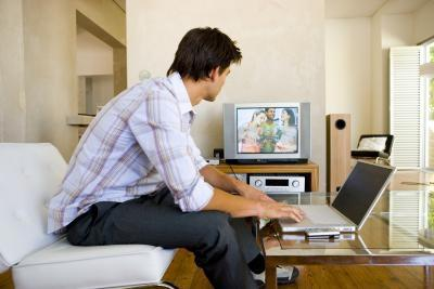 Come inviare uno schermo di computer in modalità wireless a un televisore