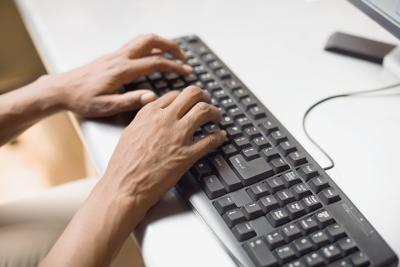 Come digitare la e commerciale su un layout di tastiera Microsoft Spagnolo